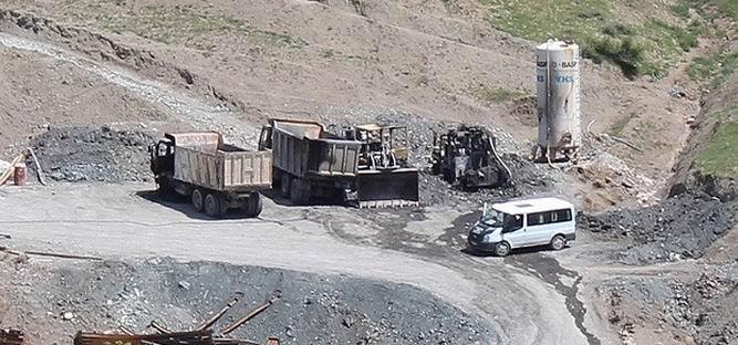 Şirvan'da İş Makinelerinin Yakılmasına STK'lardan Tepki