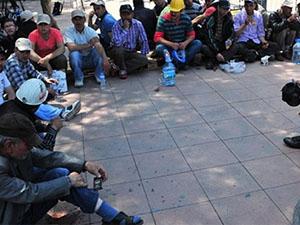 Eylemdeki Madenciler Bakan Çelik'i Bekliyor