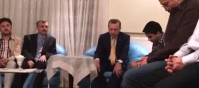 Erdoğan, Şehidin Evinde Kur'an Okudu (VİDEO)