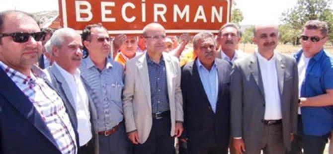 Köyün Kürtçe İsim Tabelasını Bakan Taktı