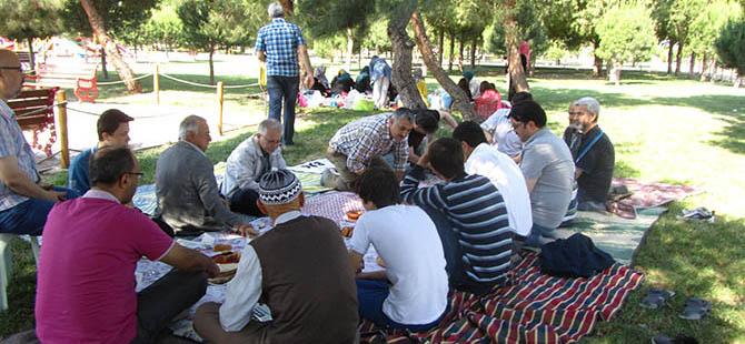 Akhisar Özgür-Der Piknikte Buluştu