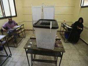 Mısır'da Seçim Komedisi Sürüyor!