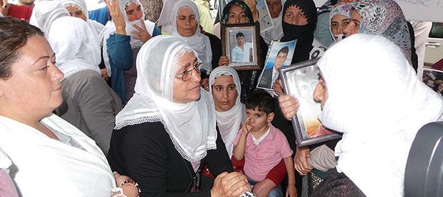 """Eylemci Annelere PKK'lı Derneklerden """"İkna Odası"""""""