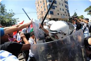 Siyasi Tutuklular İçin Gösteri Yapan Kadınlara Saldırı