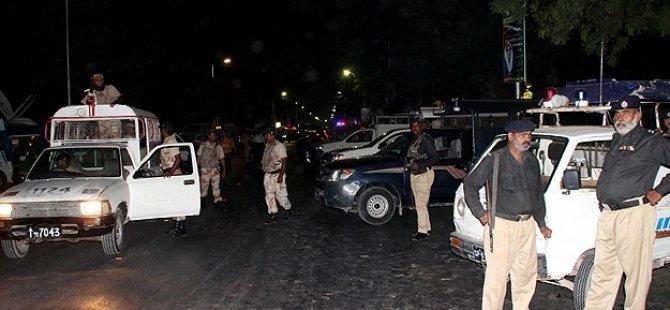 Pakistan'da İki Canlı Bomba Saldırısı