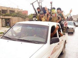 IŞİD Irak'ın En Büyük Petrol Rafinerisini Ele Geçirdi