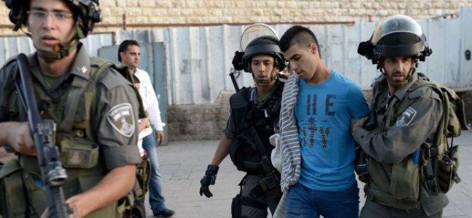 Siyonist İsrail Askerleri 17 Filistinliyi Gözaltına Aldı