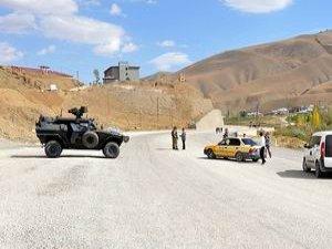 PKK Hakkari'de Üç Kişiyi Kaçırdı
