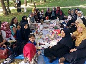 Özgür-Der Beykoz'lu Hanımlardan Piknik