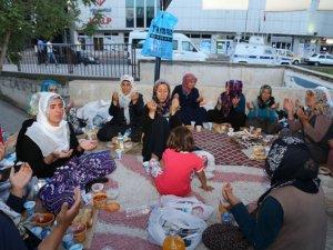Diyarbakırlı Aileler İlk İftarını Eylem Çadırında Açtı
