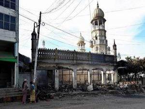 Myanmar'da Budist Çeteler Camiye Saldırdı