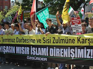 Darbenin Yıldönümünde Sisi Cuntası Protesto Edildi (FOTO)