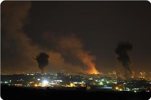İsrail, Gazze'yi Vurmaya Devam Ediyor