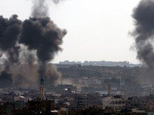 Siyonistler Gazze'ye Hava Saldırılarını Sürdürüyor