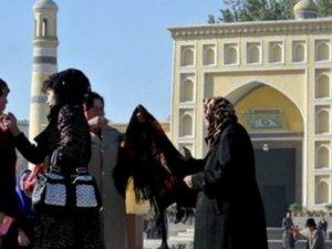 Doğu Türkistan'da Oruçlu Öğrenciler Yemeye Zorlanıyor