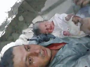Suriye'de Bebeğin Kurtarılma Sevinci (VİDEO)
