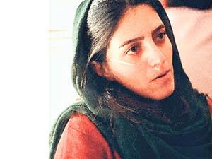 İranlı Kadın Gazeteciye 2 Yıl Hapis ve 50 Kırbaç