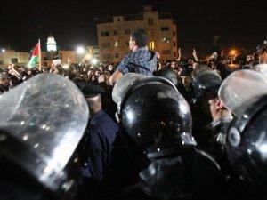 Mısır ve Ürdün'deki İsrail Protestolarına Polis Saldırdı