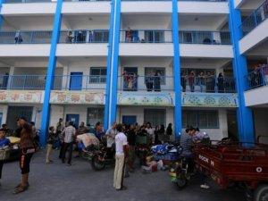 Binlerce Gazzeli UNRWA'ya Ait Okullara Sığındı