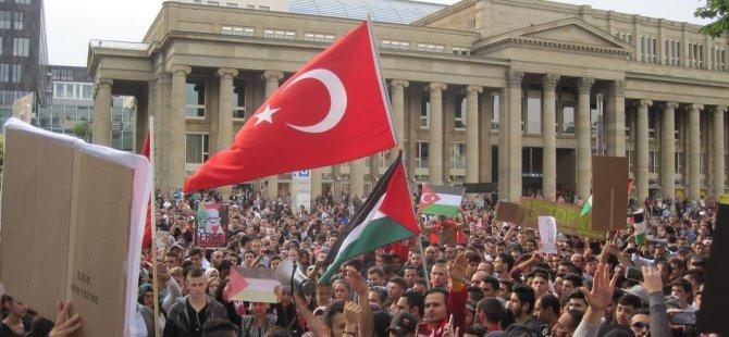 Stuttgart'ta 5 Bin Kişi Gazze için Yürüdü