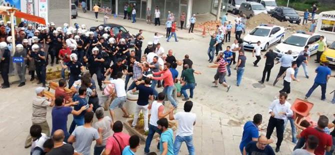 Sosyal-Faşistler Hopa'da İHH'nın TIR'ına Saldırdı (FOTO)