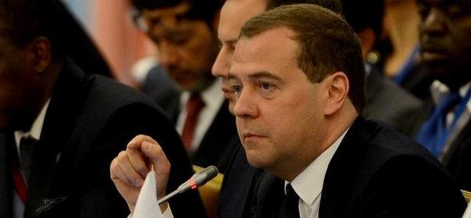 Medvedev: ABD'nin Yaptırım Kararları Yasa Dışı