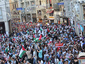 Binlerce Kişi Gazze İçin İstiklal Caddesi'nde Yürüdü