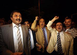 BİR İLK: Milletvekilleri İsrail Büyükelçiliğine Yürüdü (FOTO)