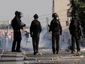 İsrail Çetesi Mescid-i Aksa'ya Girdi