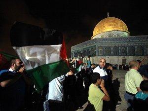 Mescid-i Aksa'da Teravih Namazı Sonrası İsrail Protestosu