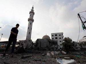 Gazze'de 10 Sağlık Merkezi ve 45 Cami Vuruldu