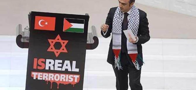 Meclis Kürsüsüne 'Terörist İsrail' Pankartı