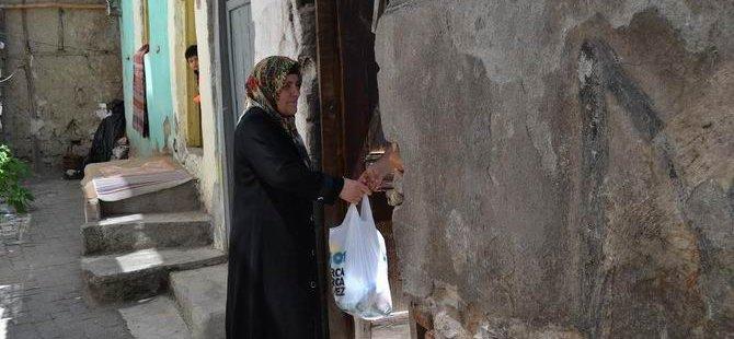 Özgür-Der Amasya'da Ramazan Kumanyası Dağıttı