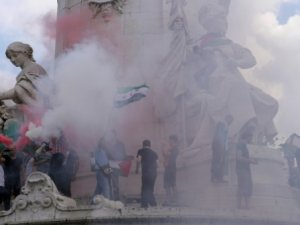 Paris'te Siyonist Hamilerinin Yasağına Rağmen Protesto