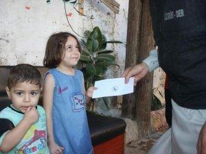 Özgür-Der'den Halep'te 400 Aileye Nakdi Yardım