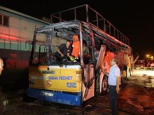 AK Parti Seçim Otobüsü Yakıldı