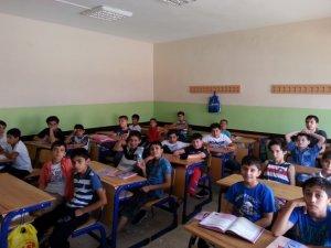 """Özgür-Der Diyarbakır Şubesi """"Yaz Okulu"""" Coşkuyla Başladı"""