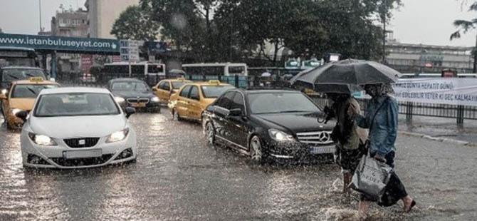İstanbul'da Şiddetli Yağış Trafiği Kilitledi