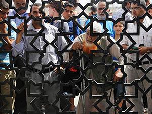 Gazze'de İsrail Hapis, Hamas Nefes Peşinde