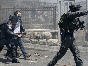 Gazze'de Katlediyorlar, Batı Şeria'da Tutukluyorlar