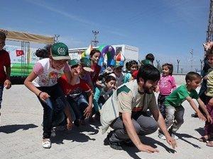Suriyeli 1 Milyon Çocuk İHH İle Gülüyor