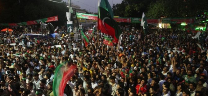 Hükümet Karşıtları İslamabad'a Yürüyor