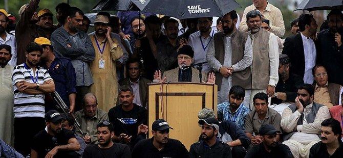 Pakistan'da Hükümet Karşıtı Gösteriler Devam Ediyor