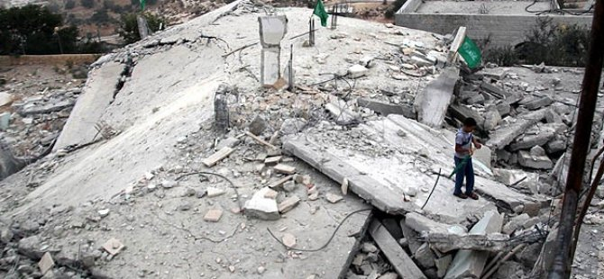 Siyonist İsrail El-Halil'de Filistinlilerin Evini Yıktı