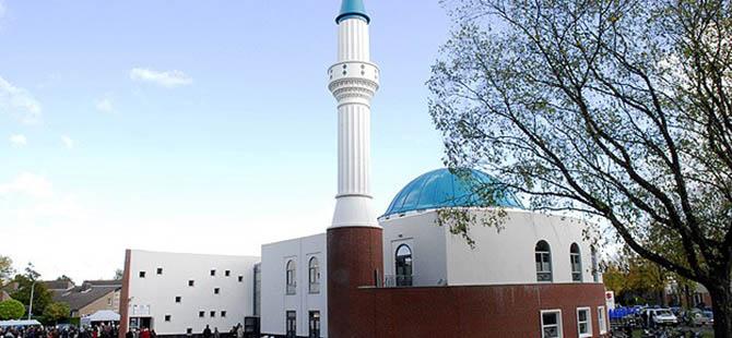Avrupa'da Camiler Müslüman Karşıtı Saldırılara Hedef Oluyor