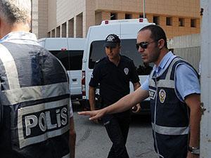 İzmir'deki Soruşturmada 5 Polis Daha Tutuklandı