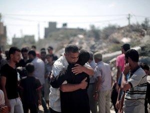 Siyonist İsrail 80 Haneli Binayı Bombaladı