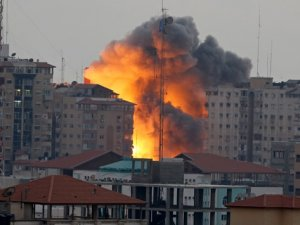 Siyonistler 2 Okul ve Yasama Meclisi Binasını Bombaladı