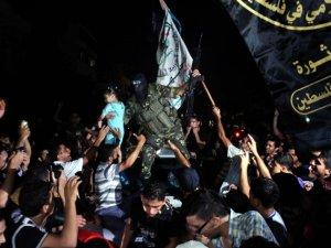 Gazzeliler Direnişin Zaferini Kutluyorlar (FOTO)