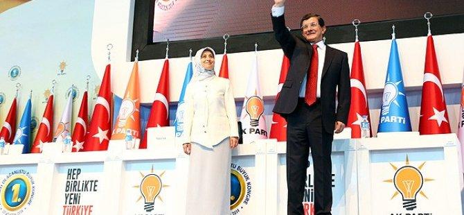AK Parti'de Davutoğlu 1.382 Oyla Genel Başkan Seçildi